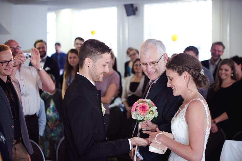 Debbie & Flo Hochzeit Isny Deutschland   (28)